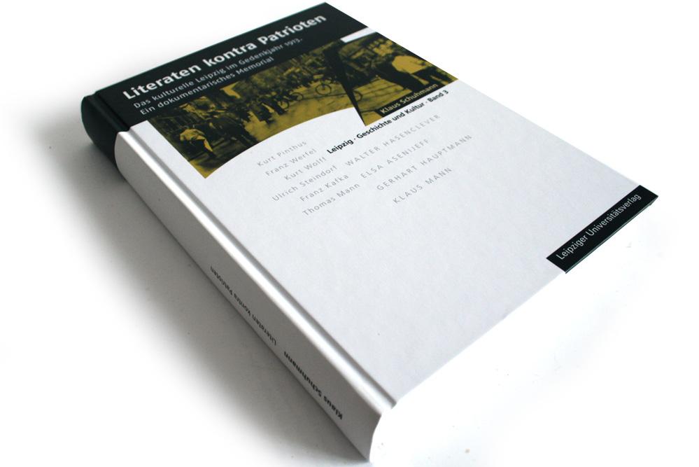 Klaus Schumann (Hrsg.): Literaten kontra Patrioten. Foto: Ralf Julke