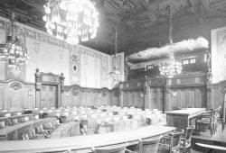 Im Rathaus wird in diesen Tagen heiß diskutiert. Foto: Stadtarchiv
