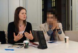 Sandra Münch vom BonCourage e.V. während der Informationsveranstaltung. Foto: Patrick Kulow