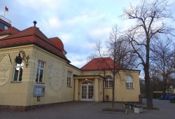 Auch Teil des geplanten Kulturstätten-Management-Konzepts: das Markkleeberger Rathaus mit seinen Räumlichkeiten und gastronomischen Angeboten. Foto: Patrick Kulow
