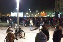 Gegendemonstranten am Leuschnerplatz. Foto: L-IZ.de