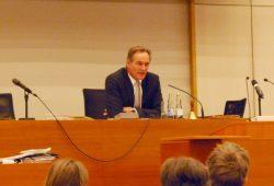 Leipzigs OBM Burkhard Jung im Stadtrat vom 21. Januar 2015 zu den aktuellen Geschehnissen in Leipzig und der Ablehnung seiner Bitte nach mehr Polizei in der Messestadt an den sächsiscehn Ministerpräsidenten Stanislaw Tillich. Foto: L-IZ.de