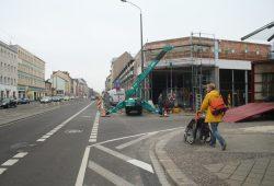 Auch beim Neubau des Rewe-Marktes in der Georg-Schumann-Straße wurde eine Gehwegnase eingerichtet. Archivfoto: Ralf Julke