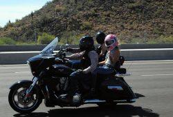 Sonny Barger auf seiner schweren Victory. Die Harley hat er nach über 40 Jahren ausgemustert. Foto: privat
