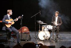 In Leipzig sind auch die Oberbürgermeister musikalisch: Burkhard Jung mit Gitarre. Archivfoto: Sebastian Beyer