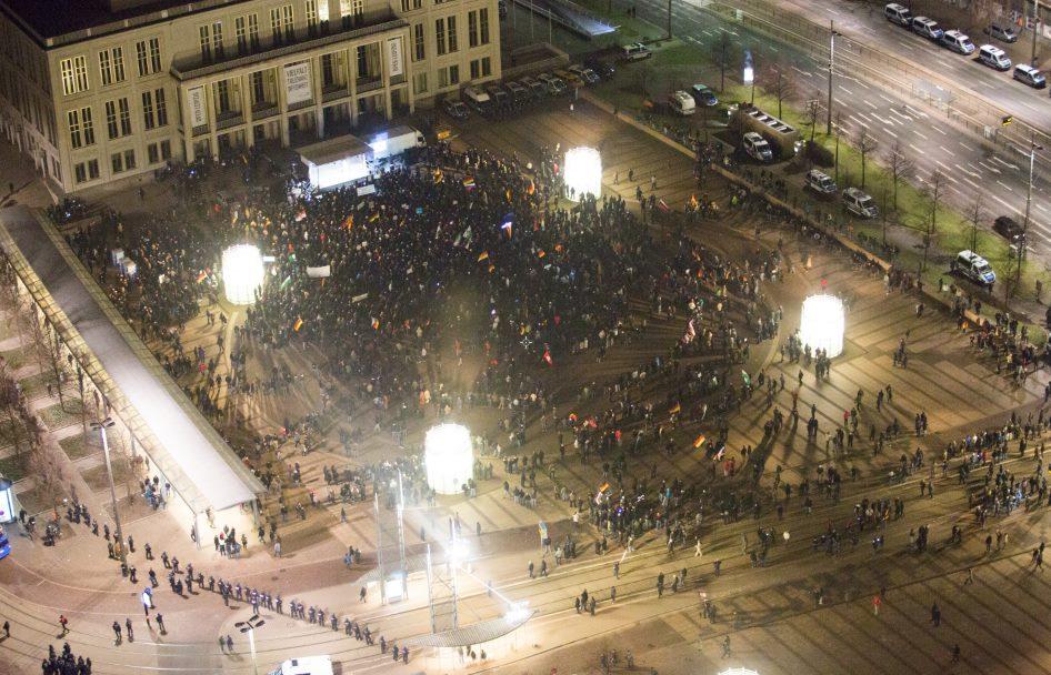 21. Januar 2015, Zeitpunkt 20:55 Uhr, Schlusskundgebung von Legida auf dem Augustusplatz Leipzig. Wo waren die 15.000? Foto: NoLegida