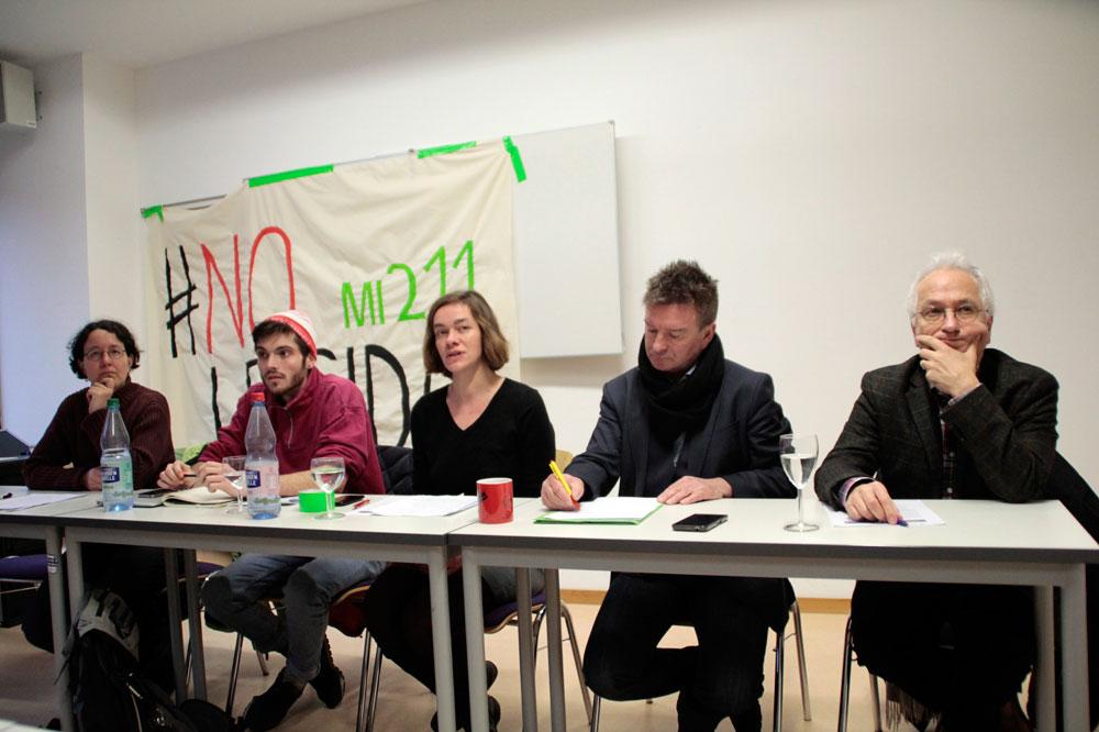 Pressekonferenz mit Monika Lazar (Grüne), Johnny Butzmann (Legida Läuft nicht), Juliane Nagel (Linke), Bernd Kruppa (Leipzig. Courage zeigen), Christian Wolff (Thomaspfarrer a.D.) (v.l.) Foto: Martin Schöler