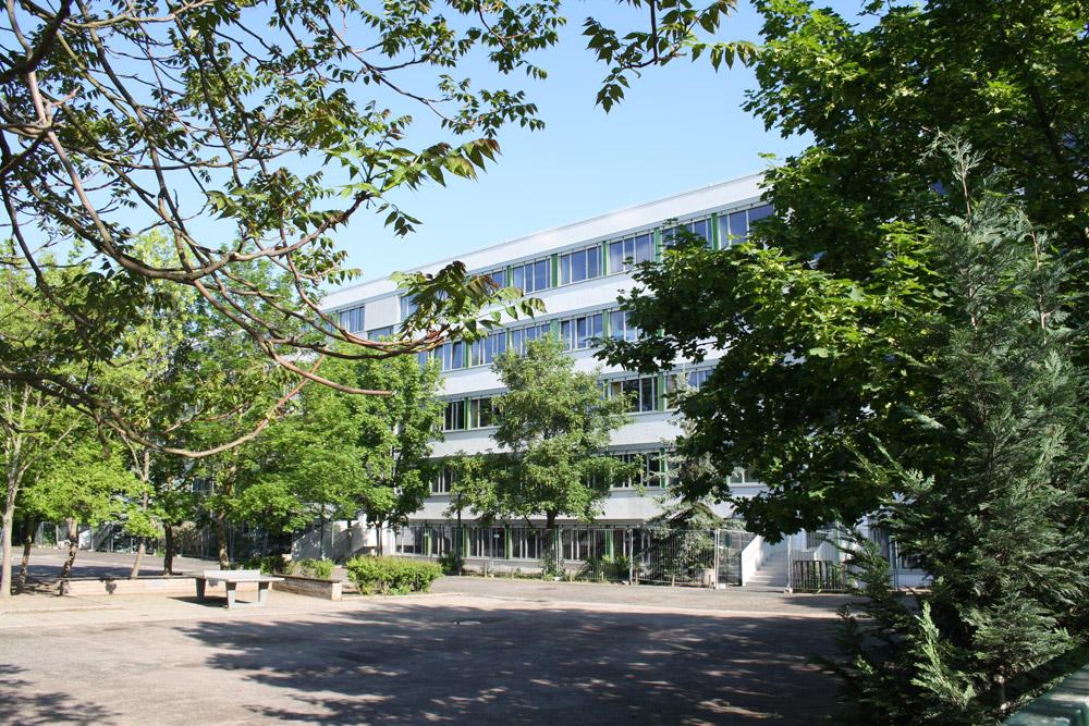 Schule saniert, Speiseraum zu klein: Oeser-Schule in Eutritzsch.