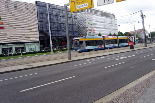 """Tram an den """"Höfen am Brühl"""". Foto: L-IZ.de"""
