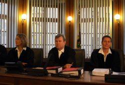 Die Richter folgten nicht dem Antrag der Staatsanwaltschaft - vlnr. Richterin Katharina Peters, Vorsitzender Hans Jagenlauf, Richterin Alexandra Kraske. Foto: Alexander Böhm