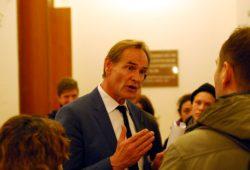 Oberbürgermeister Burkhard Jung bei Petitionsübergabe