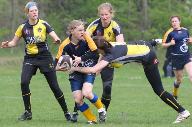 Auch bei den Rugby-Frauen geht es herzhaft zur Sache. Foto: Jan Kaefer