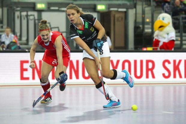 Anne Schröder (#8, D) gegen Jocelyn Mitchell (#24, CAN). Foto: Jan Kaefer