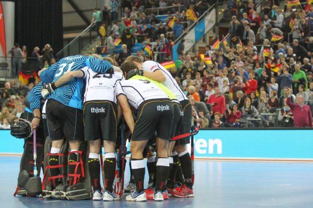 Mannschaftskreis nach erfolgreichem Halbfinal-Einzug der deutschen Männer. Foto: Jan Kaefer