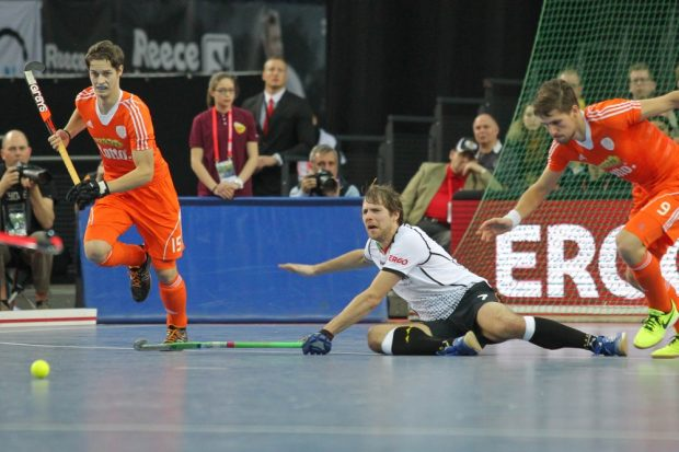 In der zweiten Halbzeit kehrte die Leidenschaft ins deutsche Spiel zurück, wie hier Alessio Ress (#7, D) unter Beweis stellte. Foto: Jan Kaefer
