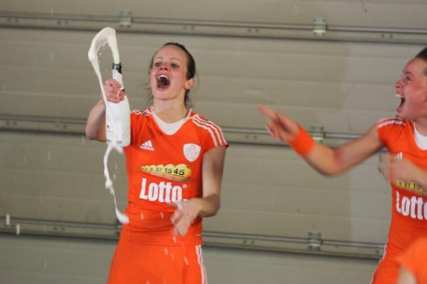Nach ihrem Finalsieg ließen die neuen Weltmeisterinnen die Korken knallen. Foto: Jan Kaefer