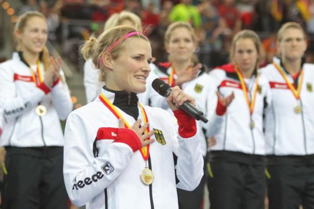 Worte, die von Herzen kamen: Kapitänin Katharina Otte bedankte sich im Namen der Mannschaft bei Publikum und Organisatoren. Foto: Jan Kaefer