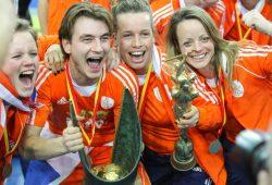 Gleich beide WM-Pokale gingen an die Hockey-Teams der Niederlande. Foto: Jan Kaefer