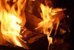 Feuer, ein altes Symbol für das Göttliche. Foto: Ernst-Ulrich Kneitschel