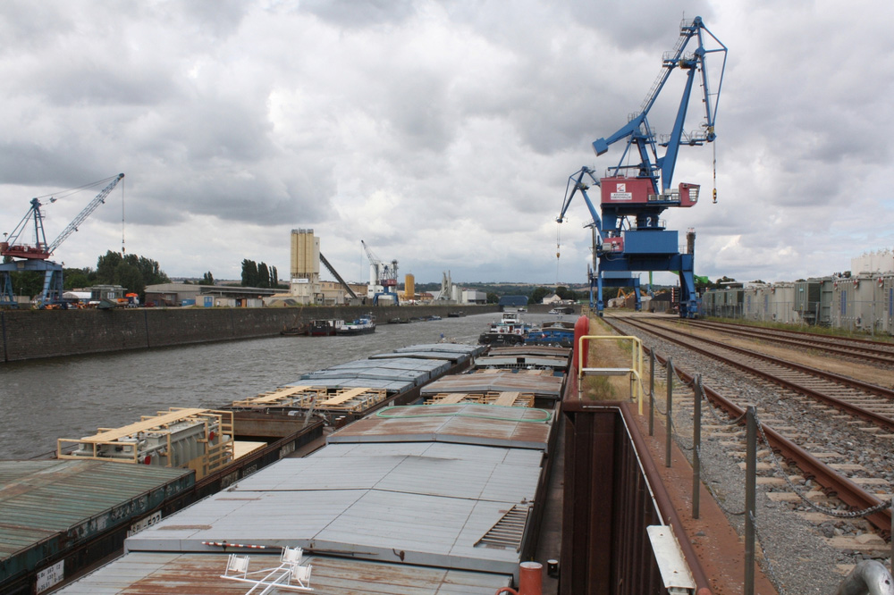 Verladung von Transformatoren im Alberthafen Dresden. Foto: SBO