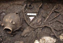 Zeugnis für 7.000 Jahre Besiedelung: Brunnenfund von Altscherbitz. Foto: Landesamt für Archäologie Sachsen