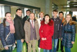 Stipendiaten der Partnerhochschule aus dem westrussischen Kursk mit ihren Betreuern in der Hochschulbibliothek der HTWK Leipzig. Quelle: HTWK Leipzig