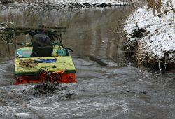 """Nicht nur die Wasserpflanzen werden """"geerntet"""", auch die Grabensohle wird aufgewühlt. Foto: Sächsischer Kanuverband, Falk Bruder"""