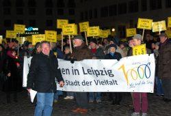 Erste Erleichterung bei vielen Teilnehmern des heutigen Friedensgebetes nach dem Hinweis von Frank Kimmerle.Foto: L-IZ.de