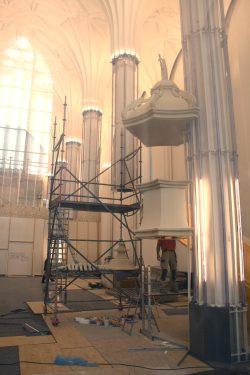 Die provisorisch angebrachte Test-Kanzel im Aula-Bereich des Paulinums. Foto: Ralf Julke