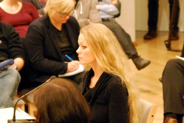 Die Ex-Pegida-Sprecherin Kathrin Oertel bei der Dialogveranstaltung in der Landeszentrale für politische Bildung am 3. Februar in Dresden. Foto: L-IZ.de