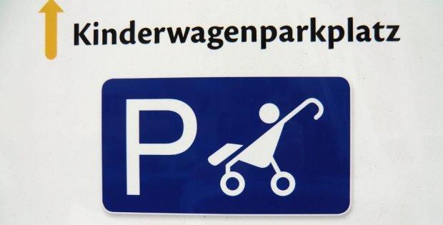 In Schleußig entdeckt: Kinderwagenparkplatz. Foto: Marko Hofmann