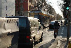 Verkehrssituation in der Käthe-Kollwitz-Straße / Ecke Marschnerstraße. Foto: Ralf Julke