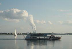 """Das Fahrgastsschiff MS """"Cospuden"""" auf einer Fahrt über den Cospudener See. Foto: Ralf Julke"""
