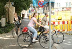 Radfahrer in der Schillerstraße während des Umbaus 2013. Foto: Ralf Julke