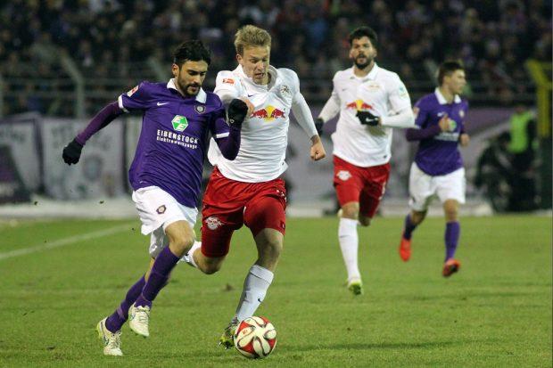 Selcuk Alibaz (Aue) bringt seine Mannschaft in die Pausenführung. Foto: GEPA Pictures