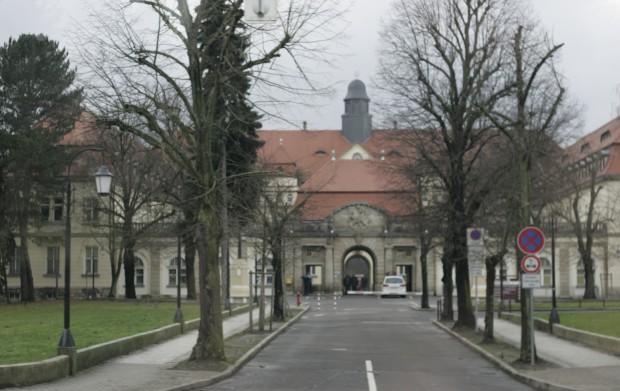 Das Torhaus des Klinikum St. Georg Foto: Sebastian Beyer