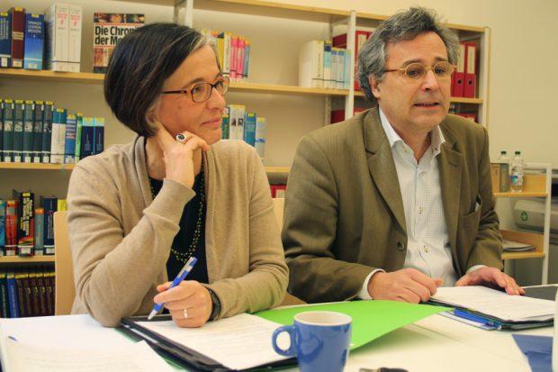 Stadtbibliothek Leipzig: Susanne Metz und Michael Faber stellen die neuen Zahlen für 2014 vor. Foto: Ralf Julke