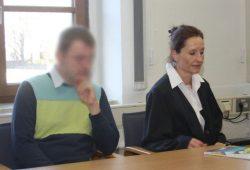 Marko O. auf der Anklagebank neben Strafverteidigerin Annette Clement-Sternberger. Foto: Alexander Böhm