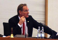 Oberbürgermeister Burkhard Jung 2015. Foto: Alexander Böhm