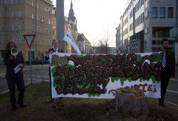 """Partei """"Die Partei"""" fordert: """"Wiederaufforstung jetzt"""". Foto: Alexander Böhm"""