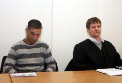 Angeklagter Kourosh R. und Rechtsanwalt Sven Kuhne