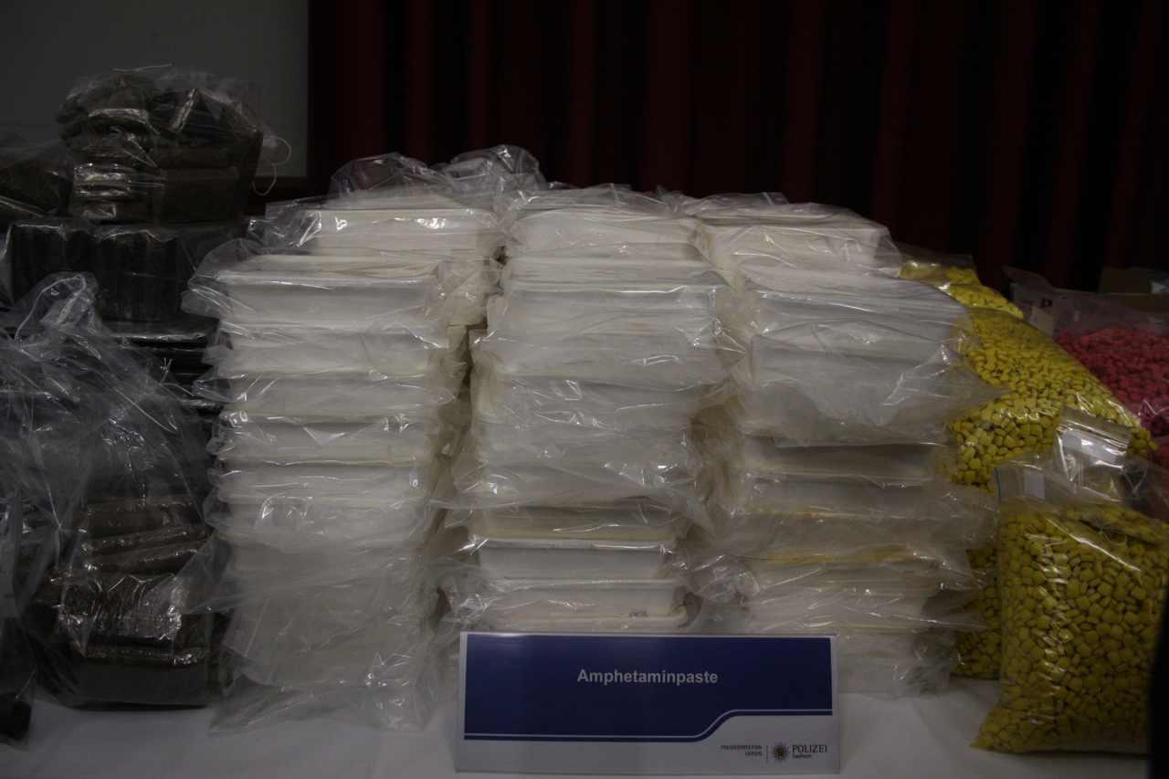 Amphetaminpaste des Drogenfundes von Shiny Flakes auf PK am 12.03.2015