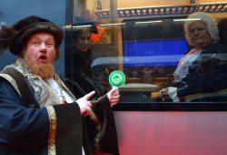 Ob Johann Sebastian am 21. März auch so streng aus dem Fenster der S-Bahn auf den Trubel schaut? Foto: Andreas Schmidt / LTM