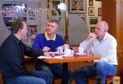 """Die Talkrunde bei der """"Nachspielzeit"""" von Heimspiel TV: Christian Kerber (MDR), Norman Landgraf (Heimspiel TV) und Mario Basler (Manager 1. FC Lokomotive Leipzig). Foto: L-IZ.de"""