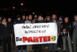 """LEGIDA-Das Original oder Die Partei """"Die PARTEI"""" am 12. Januar 2015. Die ersten, die den Weg zum Humor fanden. Foto: L-IZ.de"""