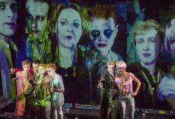 """Das Schauspiel-Studio setzt sich in """"Eigentlich schön"""" mit postmoderner Kommunikation auseinander. Foto: Rolf Arnold"""
