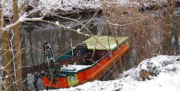 Das Boot zur Wasserpflanzenmahd im Leipziger Floßgraben. Foto: Wolfgang Stoiber