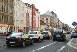 In der Rushhour etwas eng: Georg-Schumann-Straße kurz vor der Lindenthaler Straße. Foto: Ralf Julke