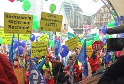 Lehrer auf den Barrikaden. Demonstration am 24. März 2015 auf dem Augustusplatz in Leipzig. Foto: Gerd Eiltzer