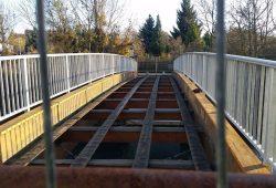 Die demontierte Brücke soll durch einen Neubau ersetzt werden. Foto: Marko Hofmann